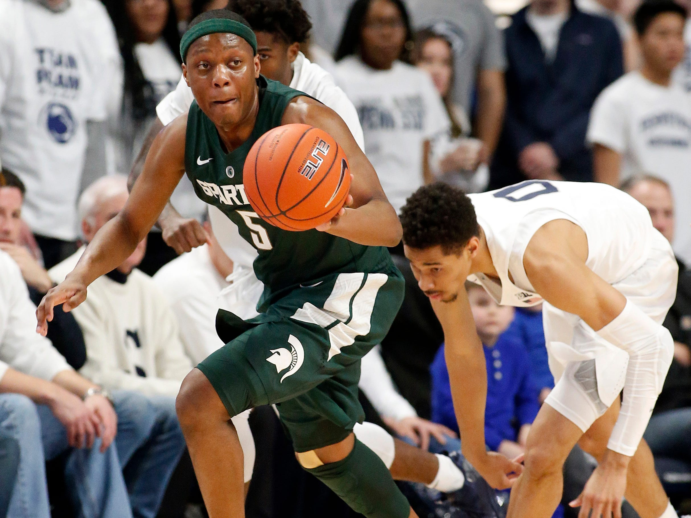 Michigan State's Cassius Winston (5) takes off with the ball after a steal against Penn State's Myreon Jones (0) during first half action.