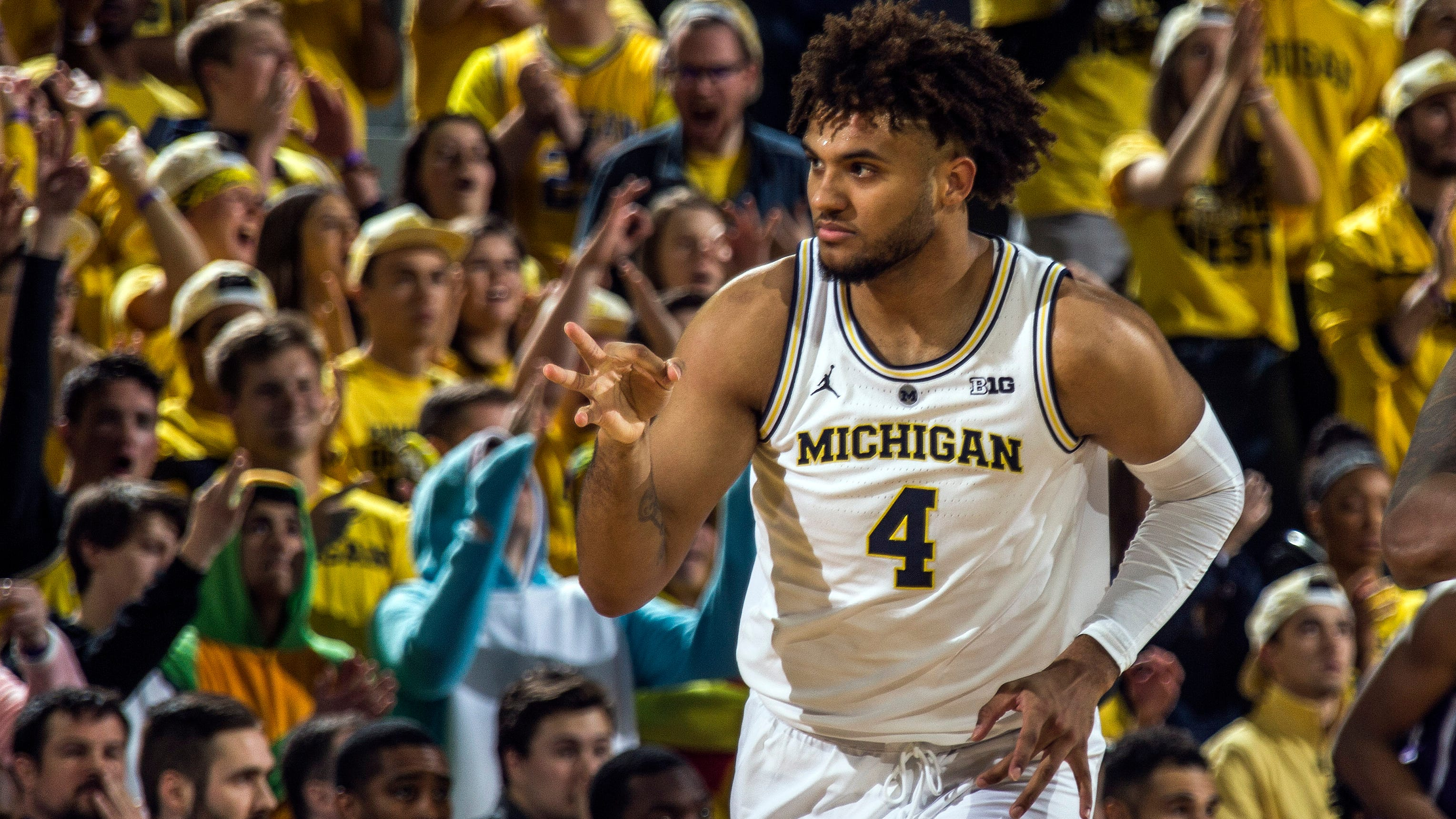 Wojo: No. 2 Wolverines, No. 6 Spartans spreading a state of basketball madness
