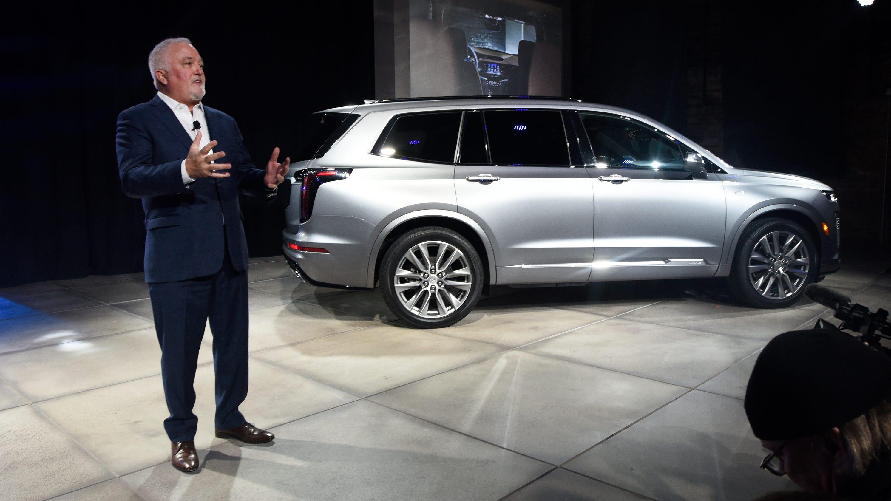 Cadillac S 3 Row Xt6 Makes Live Debut Ahead Of Detroit Auto Show
