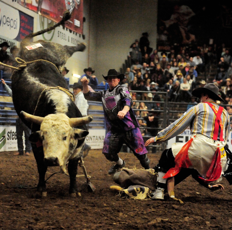 Bull rider dies at PBR event in Denver