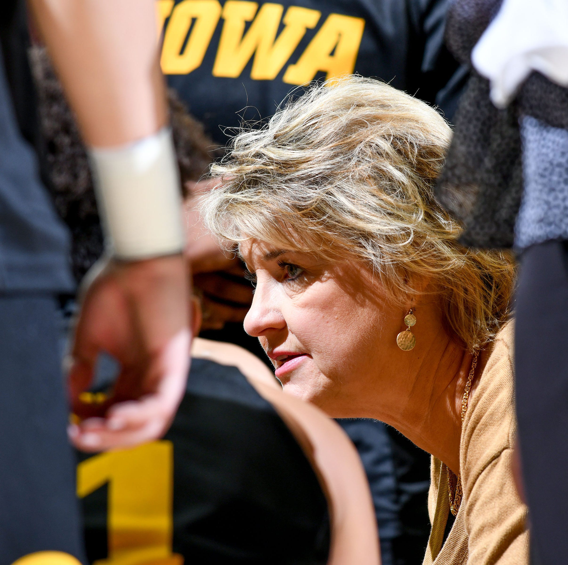 Second-half surge lifts No. 22 Hawkeyes to road win over Minnesota
