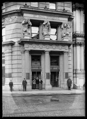 St. Paul Building, New York City, 1889 shows the New York Historical Society, Robert L. Bracklow Photograph Collection.