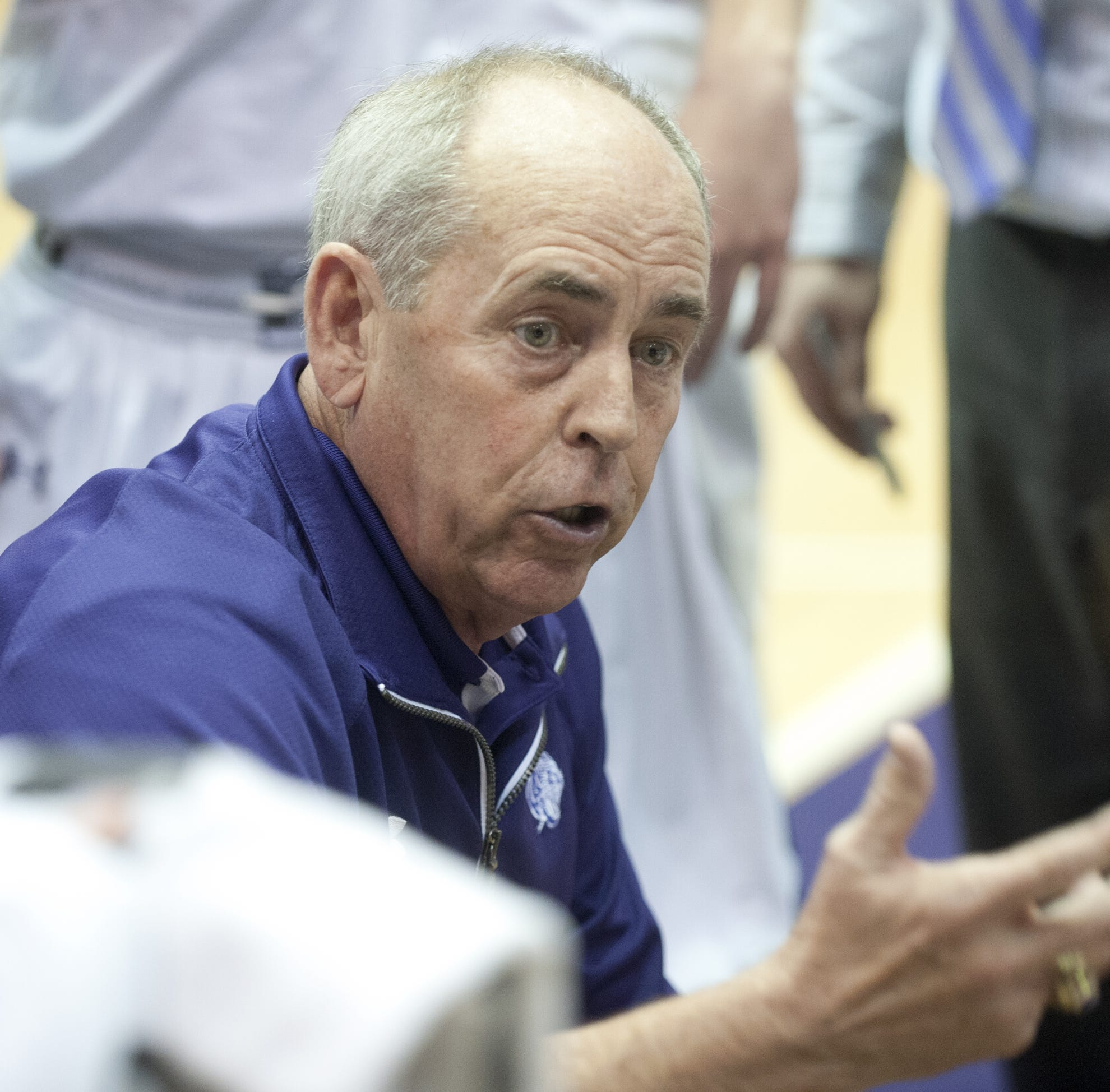 J.R. Holmes will soon become second boys basketball coach in state to reach 800 wins