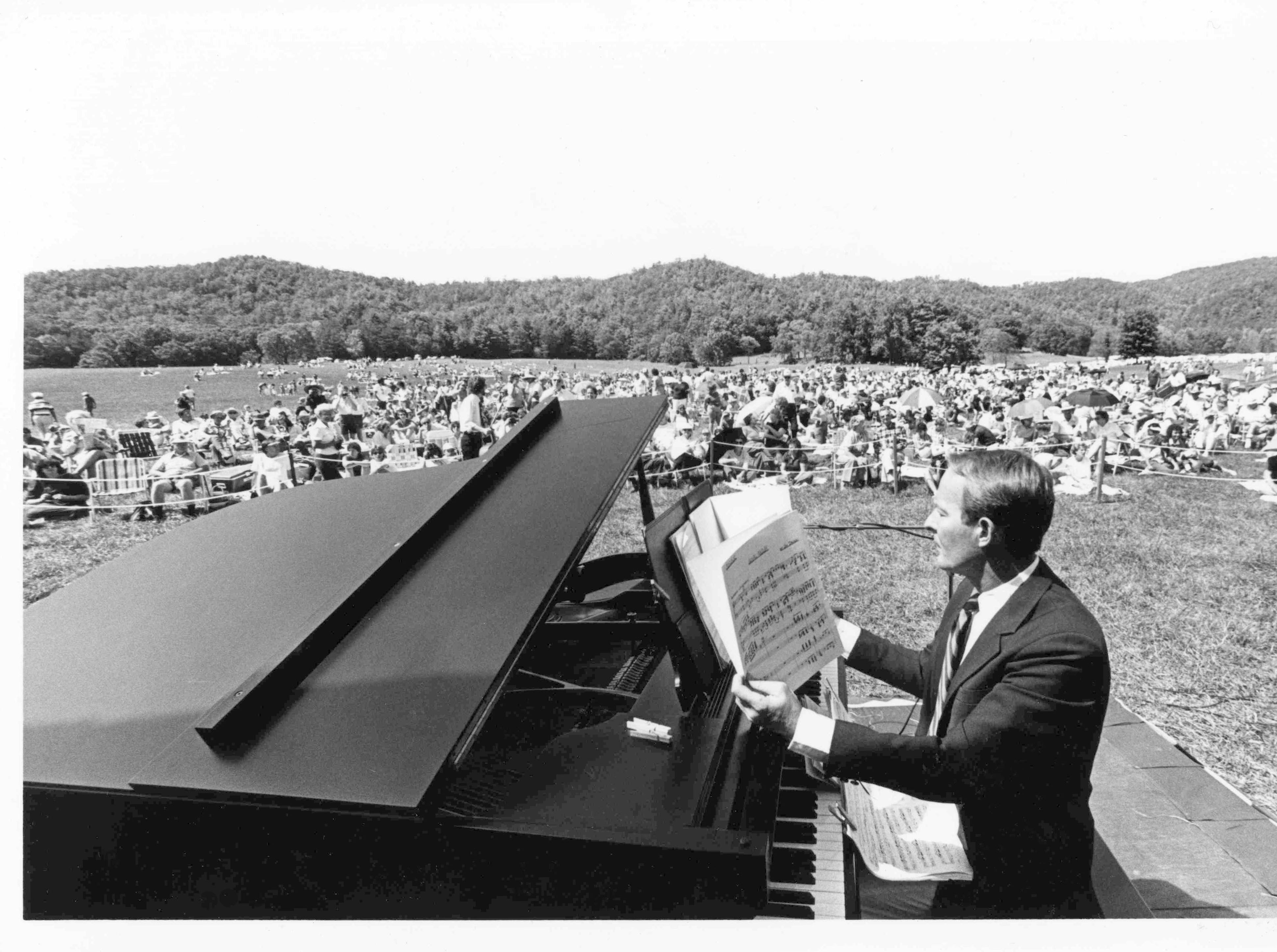 Gov. Lamar Alexander performs during the 50th anniversary celebration of the Great Smoky Mountains Park in June 1984 at Cades Cove.