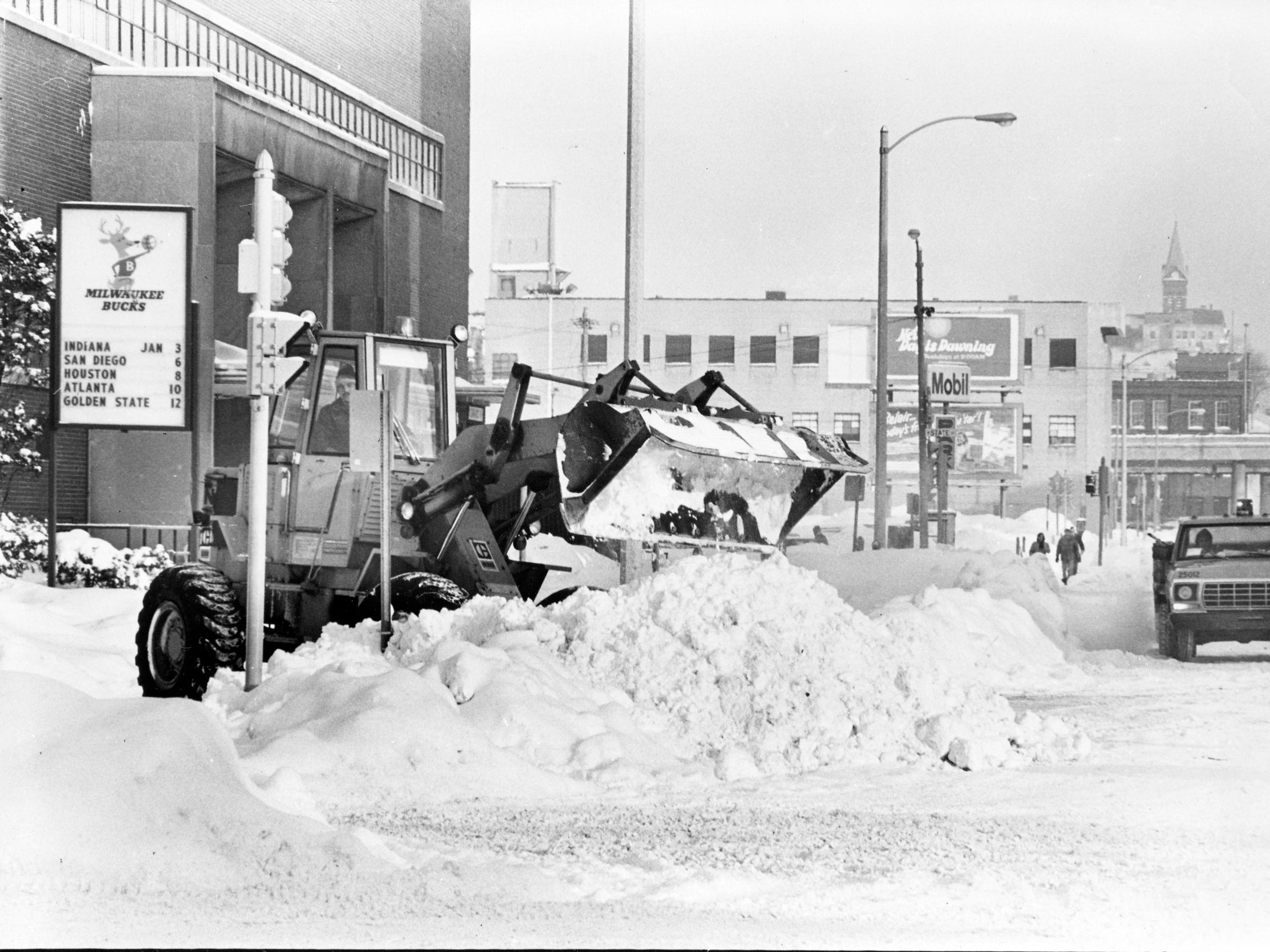 It takes a front-end loader to remove the mountains of snow in front of the Milwaukee Arena (now the UW-Milwaukee Panther Arena) on Jan. 16, 1979. This photo was published in the Jan. 17, 1979, Milwaukee Journal.