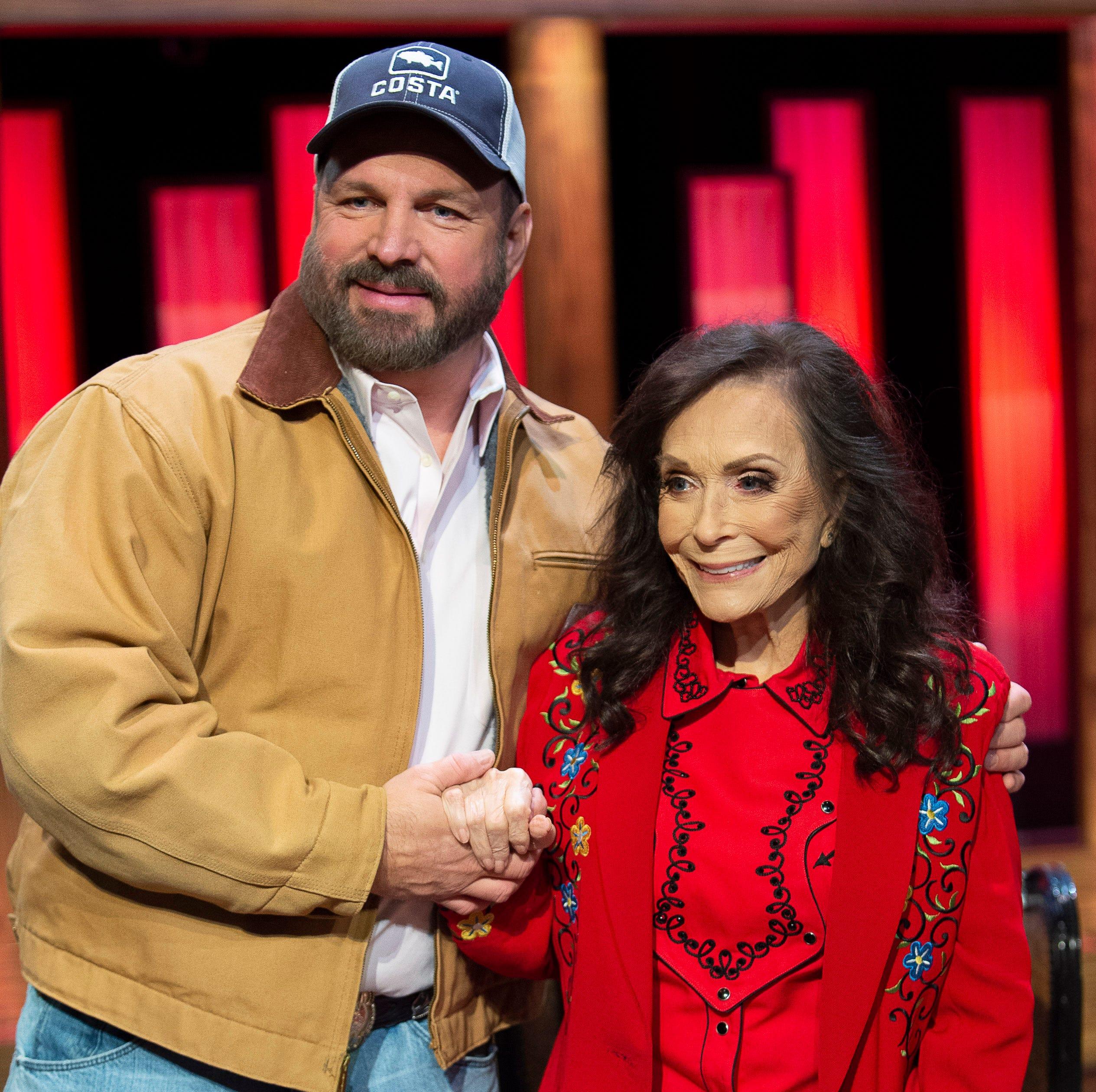 Garth Brooks and Loretta Lynn announce she will...