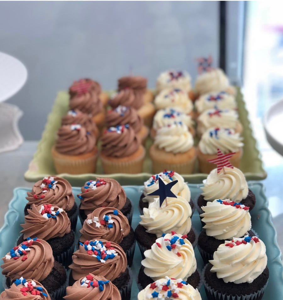 Little Daisy Bake Shop will offer free treats to government workers affected by the shutdown.