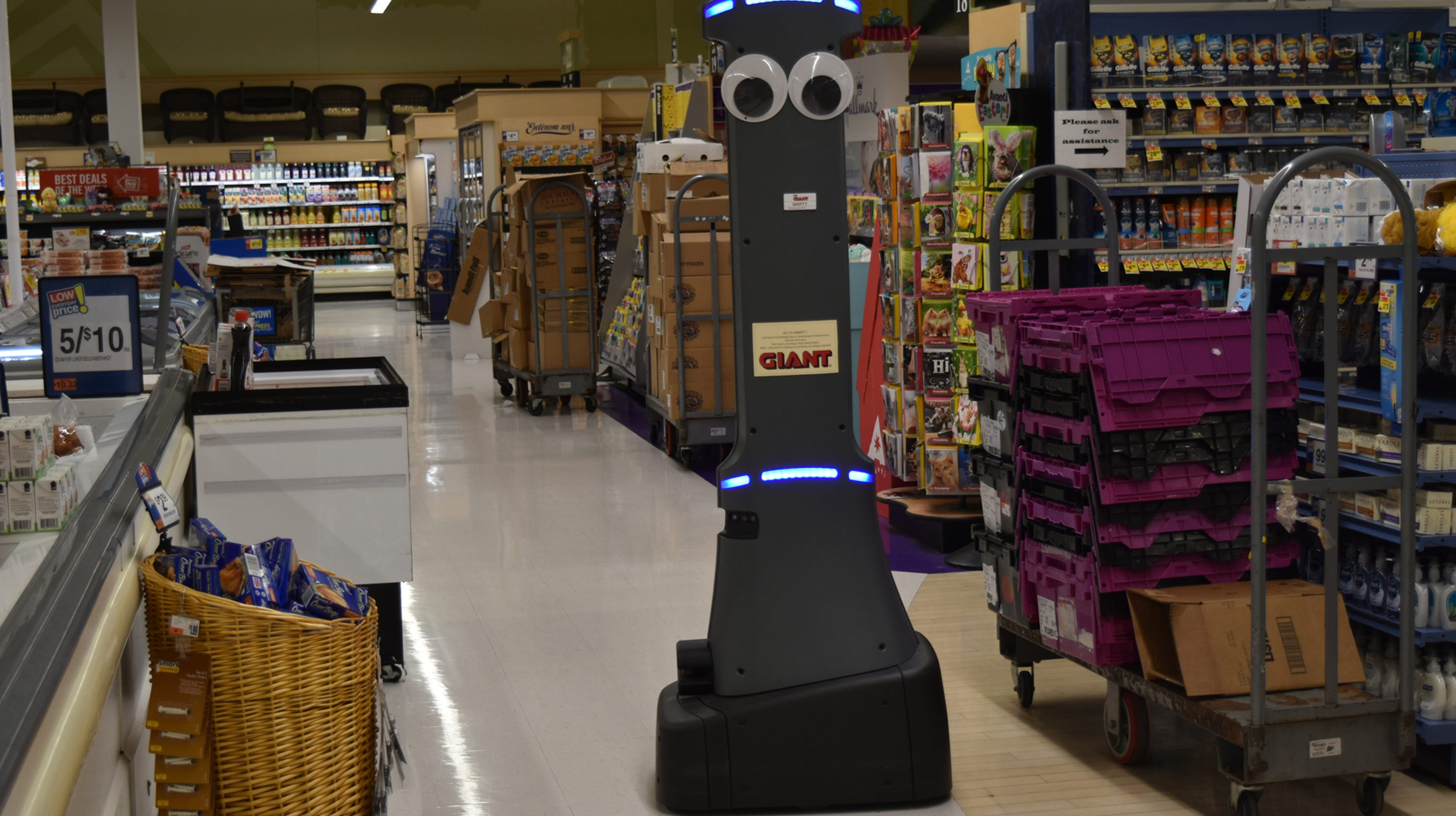 giant food stores 39 newest employee is a robot. Black Bedroom Furniture Sets. Home Design Ideas