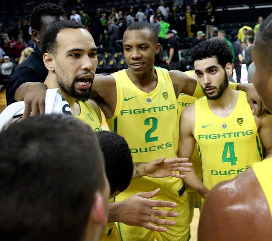 Oregon's Paul White, left, joins teammates Louis King and Ehab Amin at midcourt after their win over Southern California in an NCAA college basketball game, Sunday, Jan. 13, 2019, in Eugene, Ore. (AP Photo/Chris Pietsch)