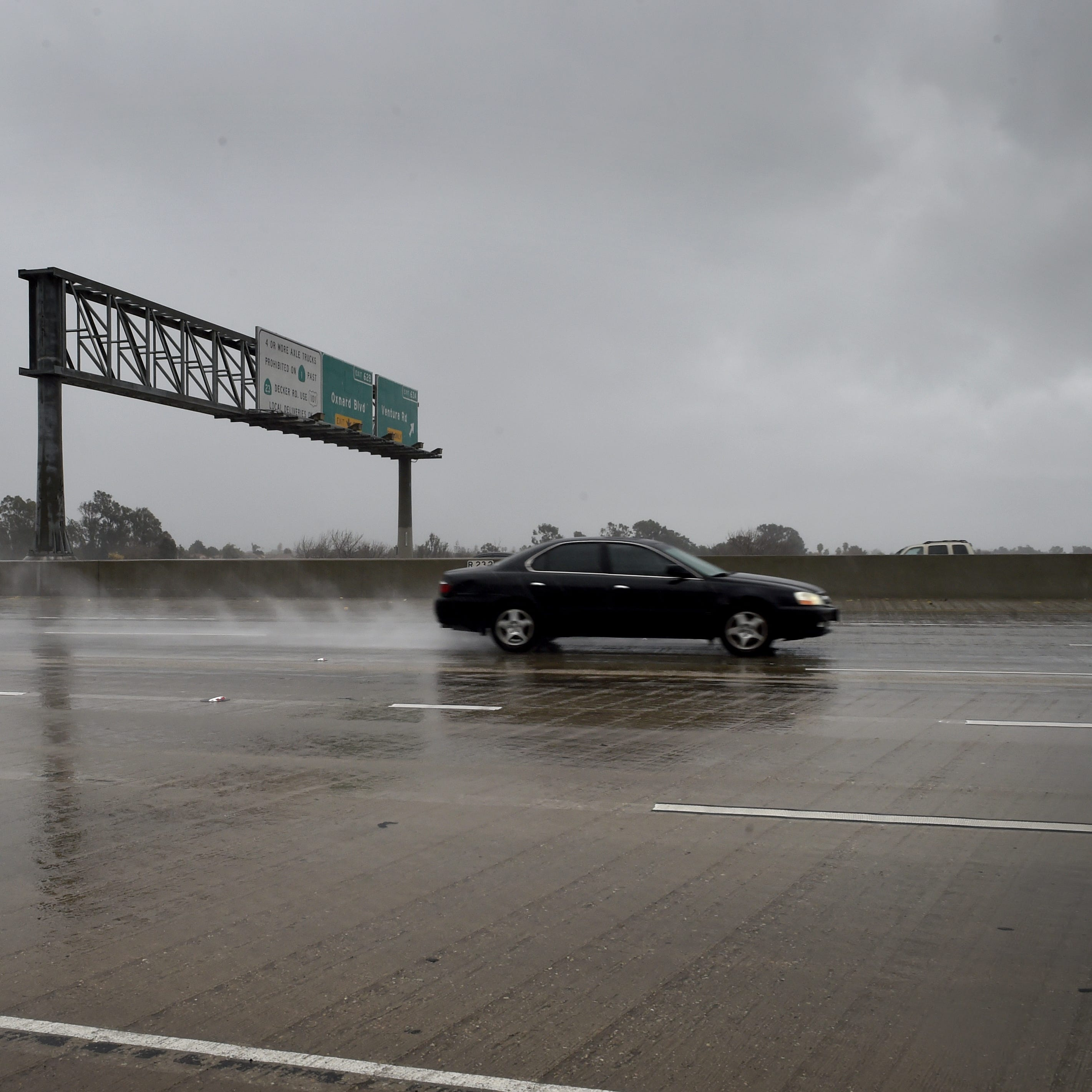 Editorial: Pet peeve of the week — no headlights in rain
