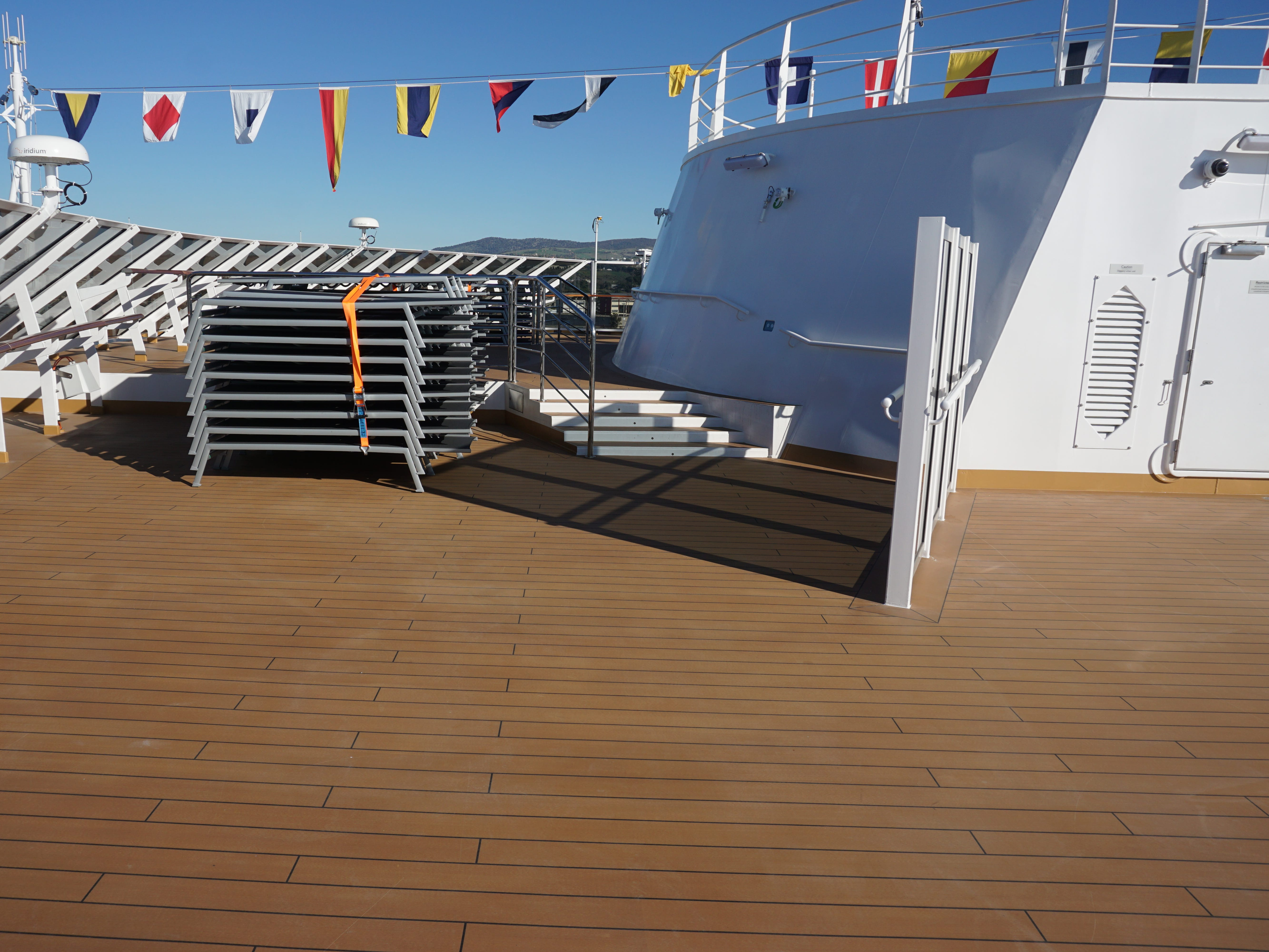 The uppermost of the Nieuw Statendam's 13 guest decks, Deck 14 overlooks the bow and surrounds the radio mast platform. It is protected on three sides by glass screens.