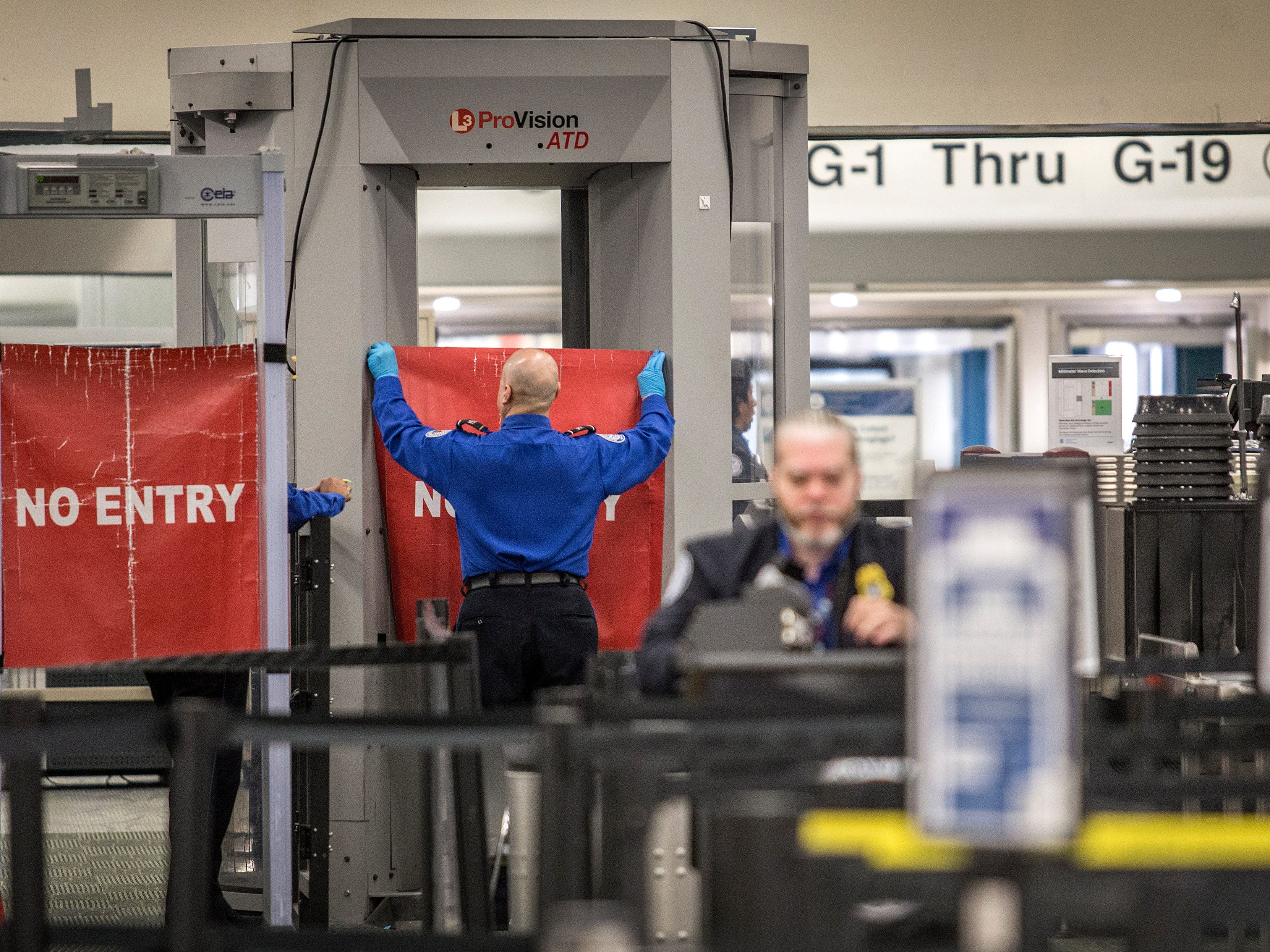 epaselect epa07278513 A TSA officer closes the entrance of the Miami International Airport's Terminal G, during the ongoing the government shutdown, in Miami, Florida, USA, 12 January 2019. The current partial shutdown of the US federal government has become the longest in US history, on 12 January, surpassing the previous 21-day shutdown of 1995-1996. Over 800,000 federal employees are impacted by the shutdown, with around 400,000 furloughed and being paid later and the rest deemed 'essential', who must work without pay, though retroactive pay is expected, with 11 January marking the first missed paycheck.  EPA-EFE/CRISTOBAL HERRERA ORG XMIT: CHU02