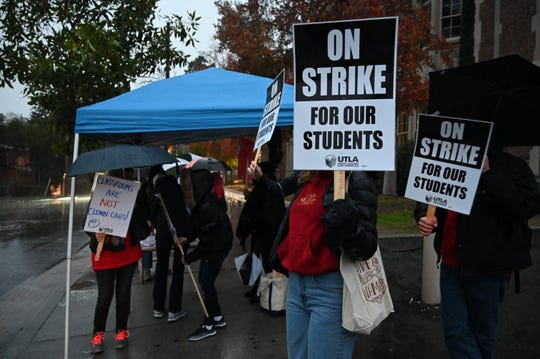 Teachers and supporters picket in front of John Marshall High School in Los Angeles, Jan. 14, 2019.