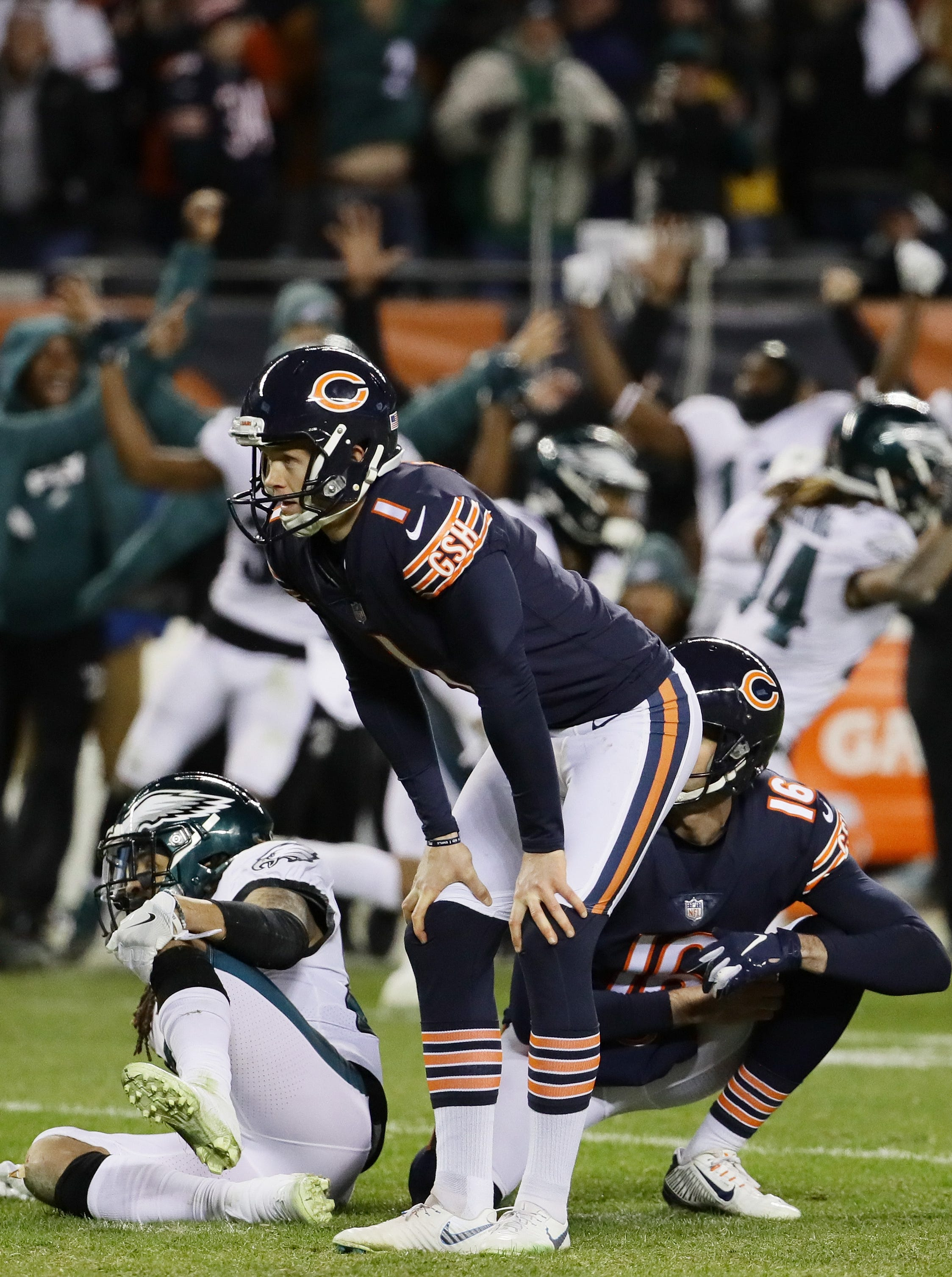 Bears' Cody Parkey, center, missed a winning kick against the Eagles.