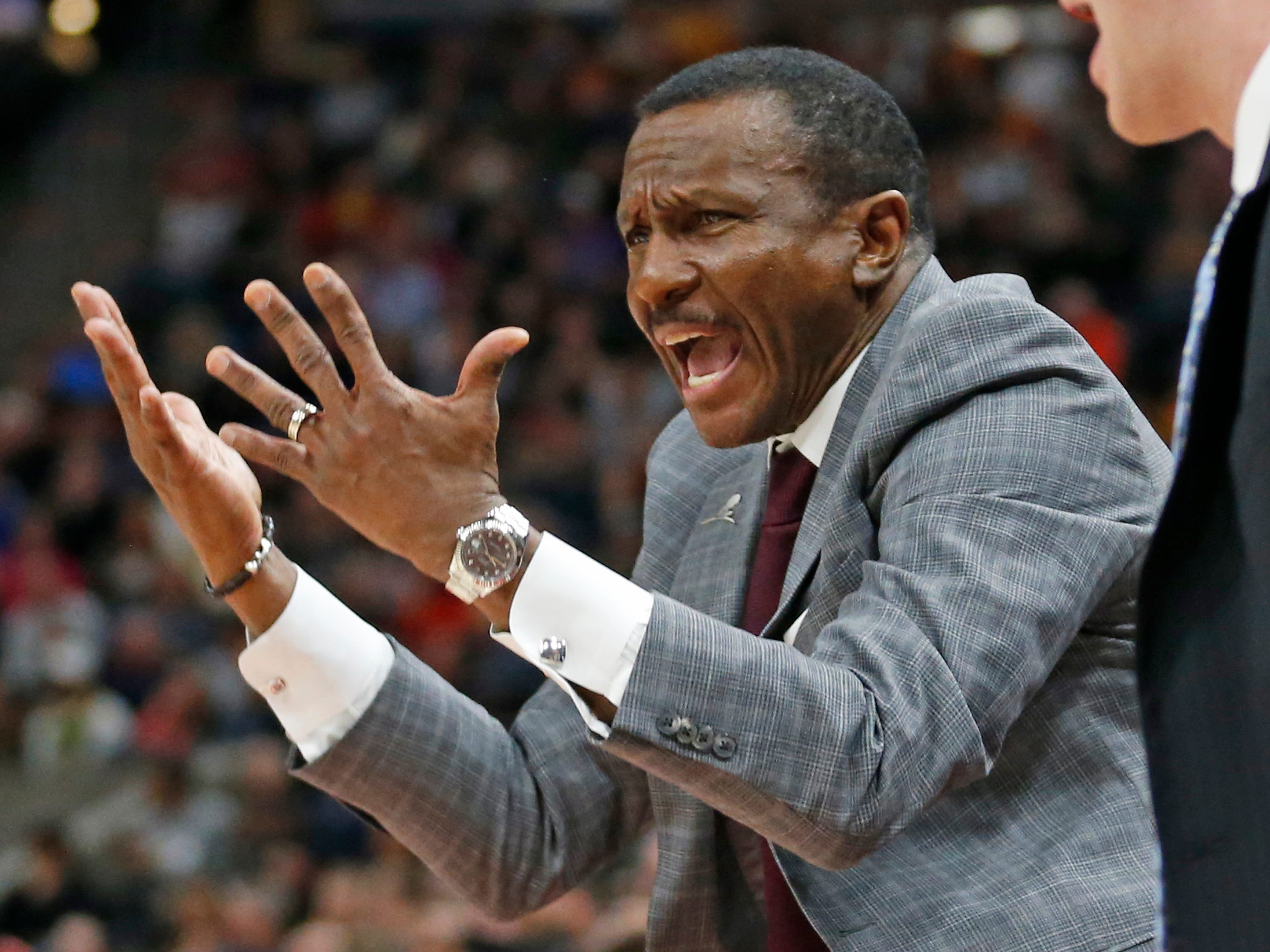 Detroit Pistons head coach Dwane Casey shouts to his team during the first half.