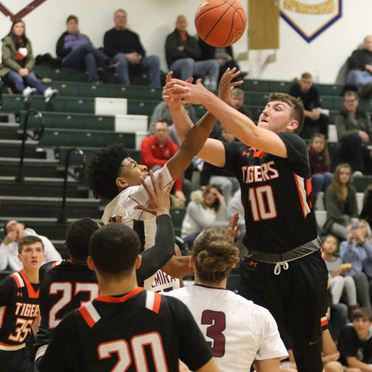 Elmira boys erupt for 34-point quarter, roll past Union-Endicott