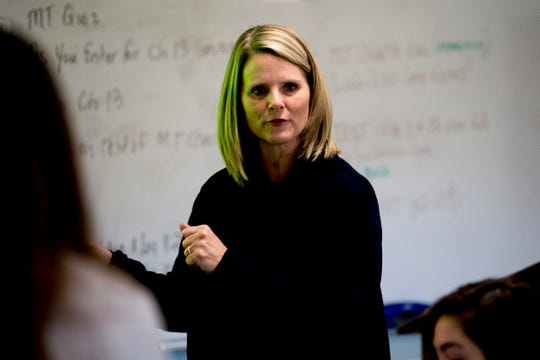 Anita Crook teaches her medical therapeutics class at Maryville High School on Jan. 11.