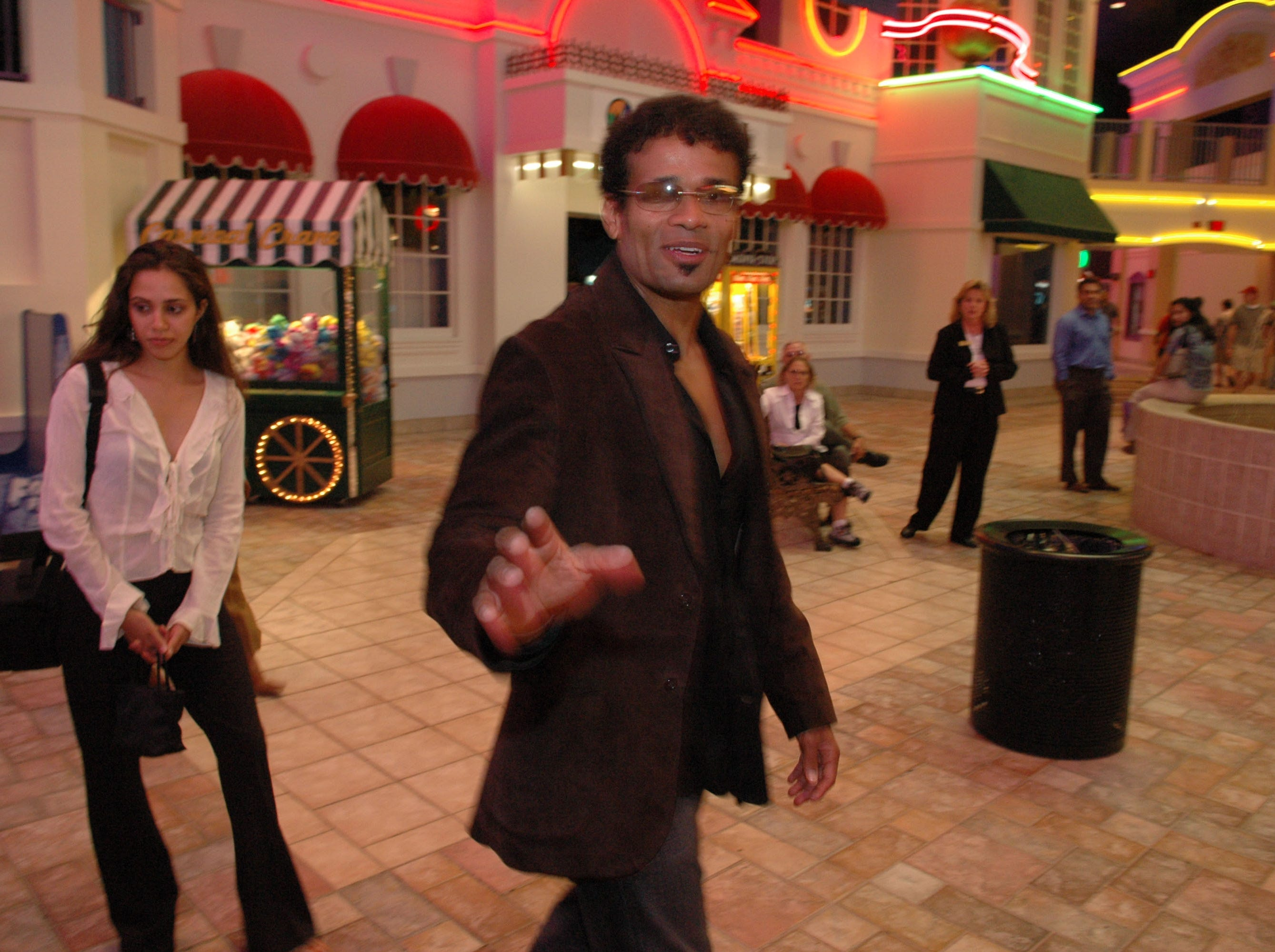 Actor and Director Mario Van Peebles arrives with Kanchan Kurichh, left,for the Knoxville premiere of his new movie Baadasssss, at Regal West Town Mall Cinema Thursday night during the Inaugural African American Film Festival. 8/16/2004