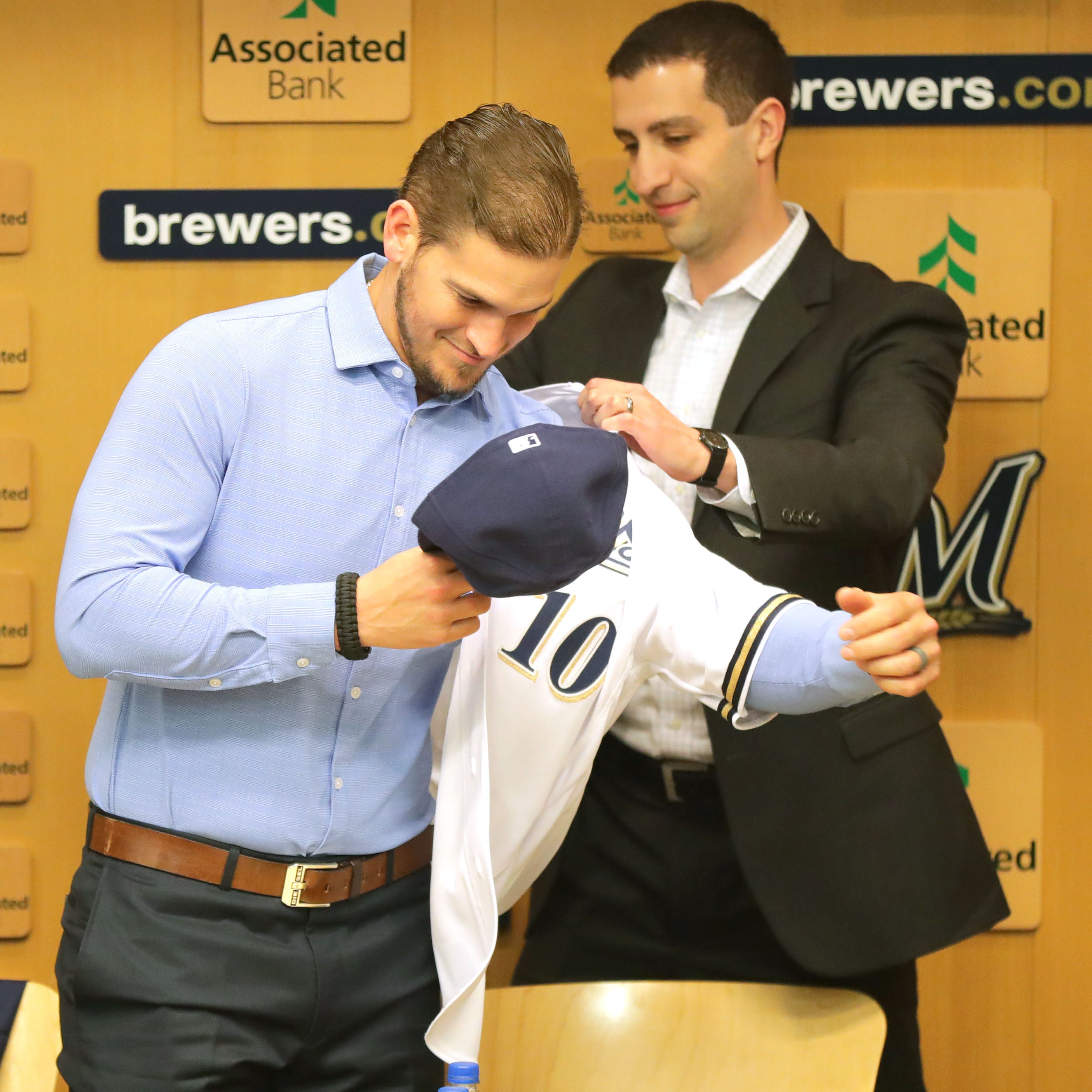 Yasmani Grandal's quest for higher average salary led to surprising agreement with Brewers