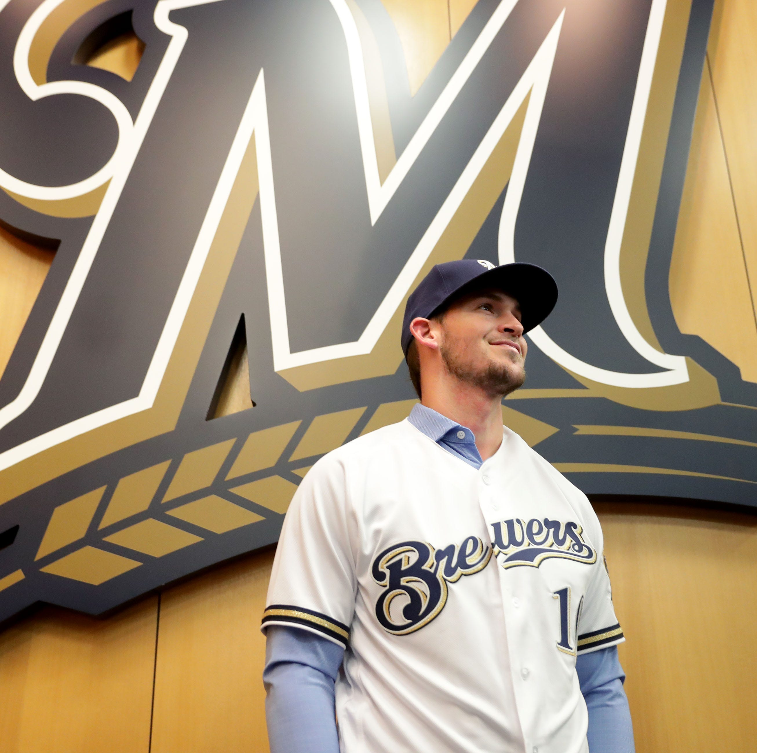 Brewers add Yasmani Grandal to 'On Deck' event, announce schedule for autographs