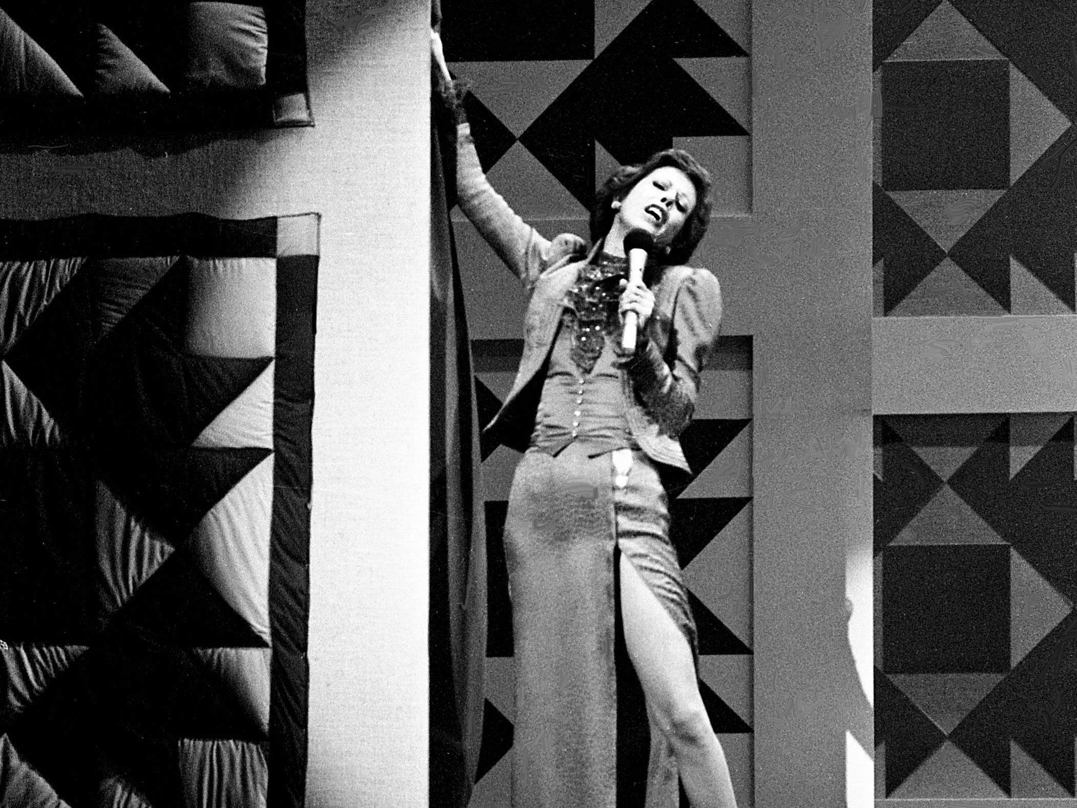 """Carol Burnett starts off the mock-melodramatic love song skit during the taping of the """"Dolly and Carol in Nashville"""" television special before a packed audience at the Grand Ole Opry House Jan. 10, 1979."""