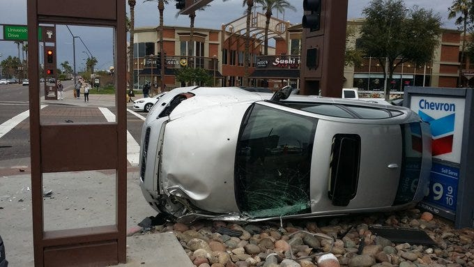 Crash shuts intersection of Rural Road, University Drive in Tempe