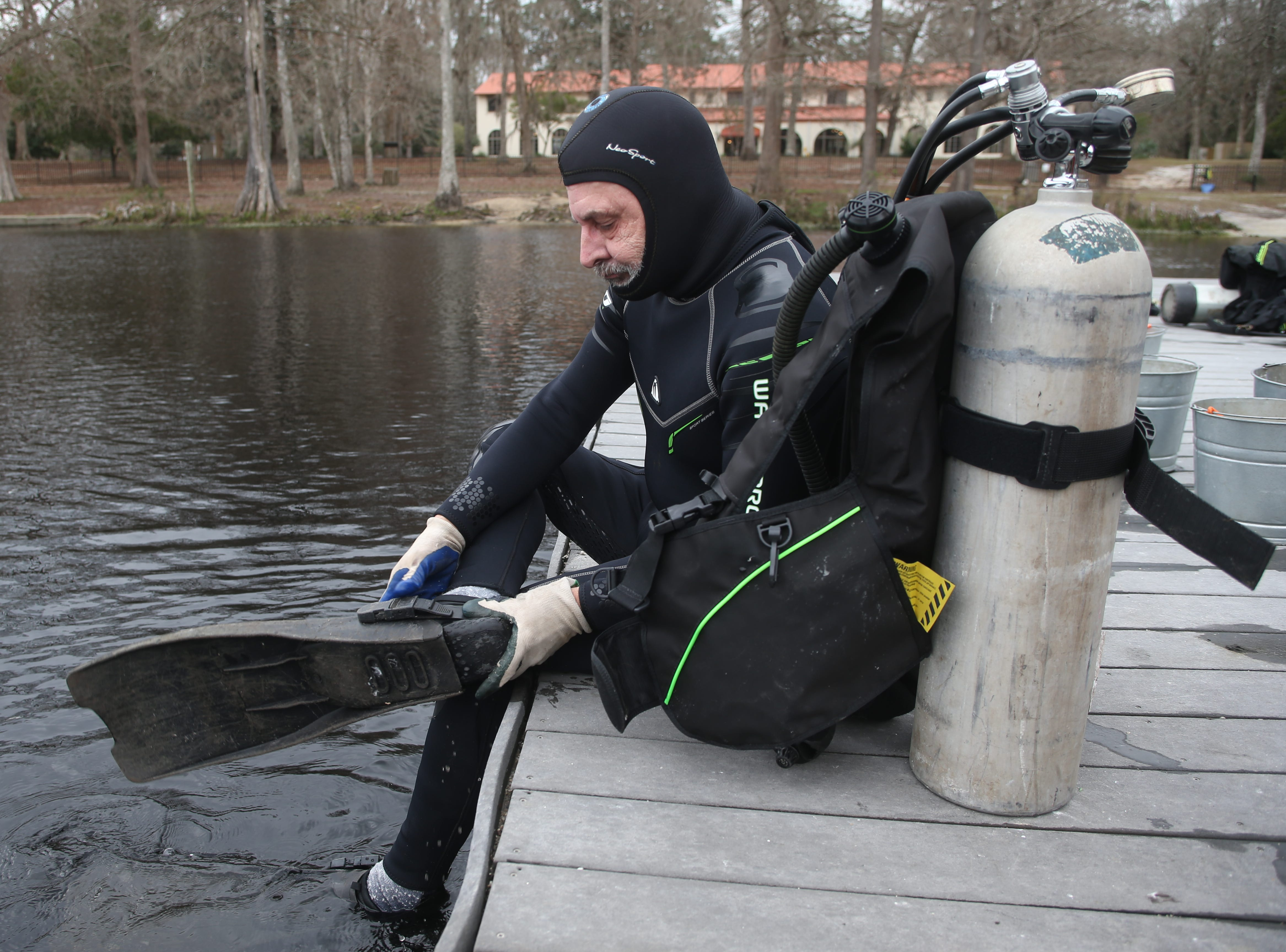 Aucilla Research Institute staff member Tom Harmon gears up to scuba dive eight feet down to the bottom of the Wakulla River to observe the remains of a mastodon Monday, Jan. 14, 2019.