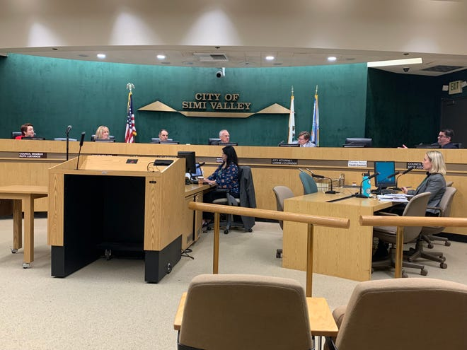 The Simi Valley City Council voted unanimously Monday night to fill a council vacancy by appointment rather than special election.