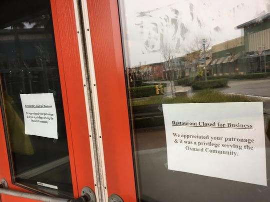 "Would-be diners are greeted by ""restaurant closed"" signs at Famous Dave's in Oxnard. The restaurant was the chain's final location in Ventura County."