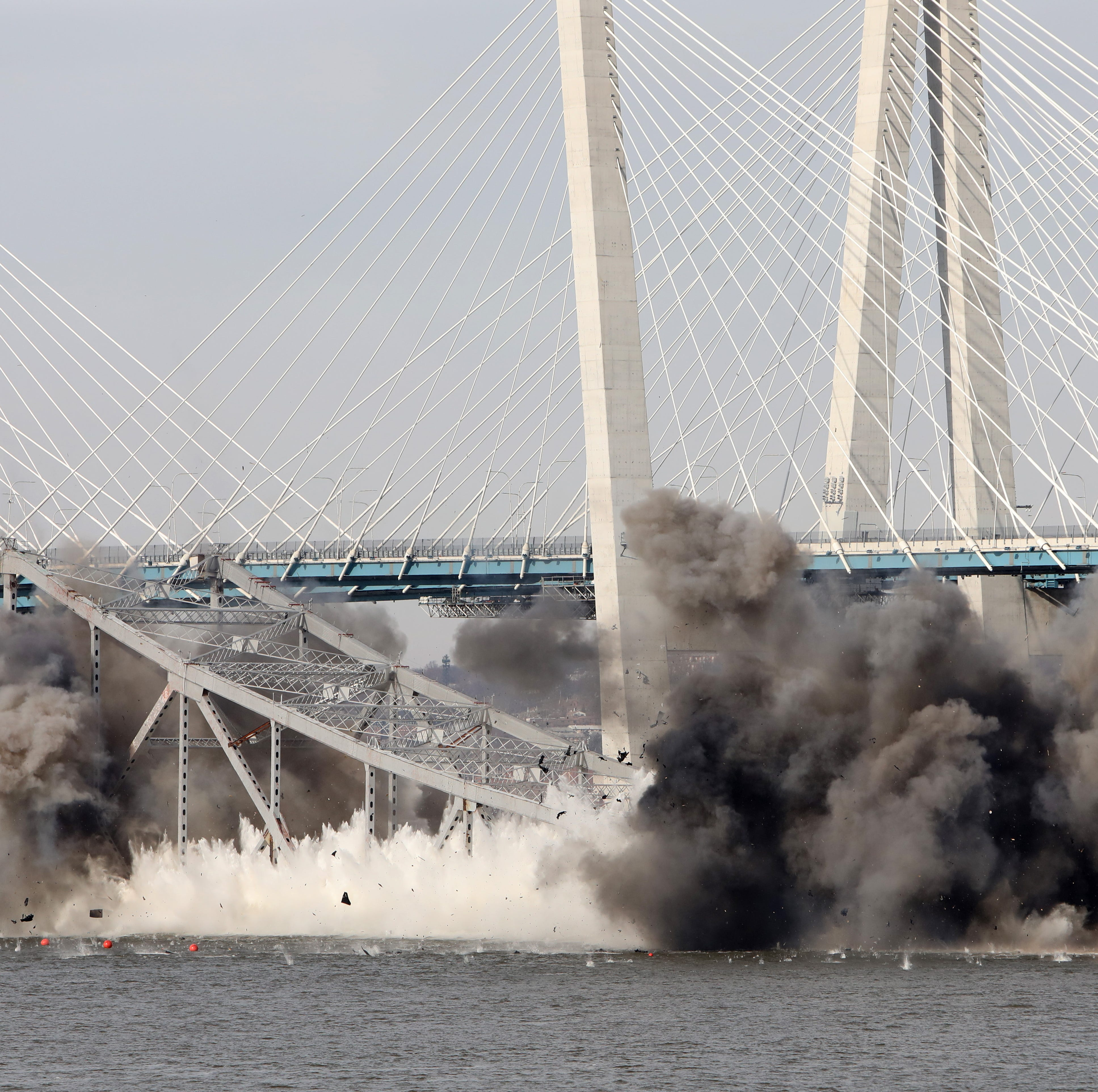 Watching Tappan Zee's historic splash into the Hudson: #lohudreacts