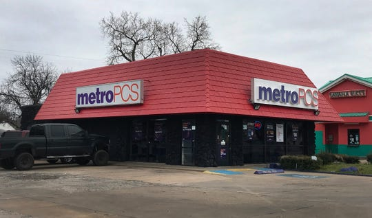 Wichita Falls police are searching for a possible suspect in an armed robbery that occurred at the Metro PCS on Kemp Boulevard Monday night.