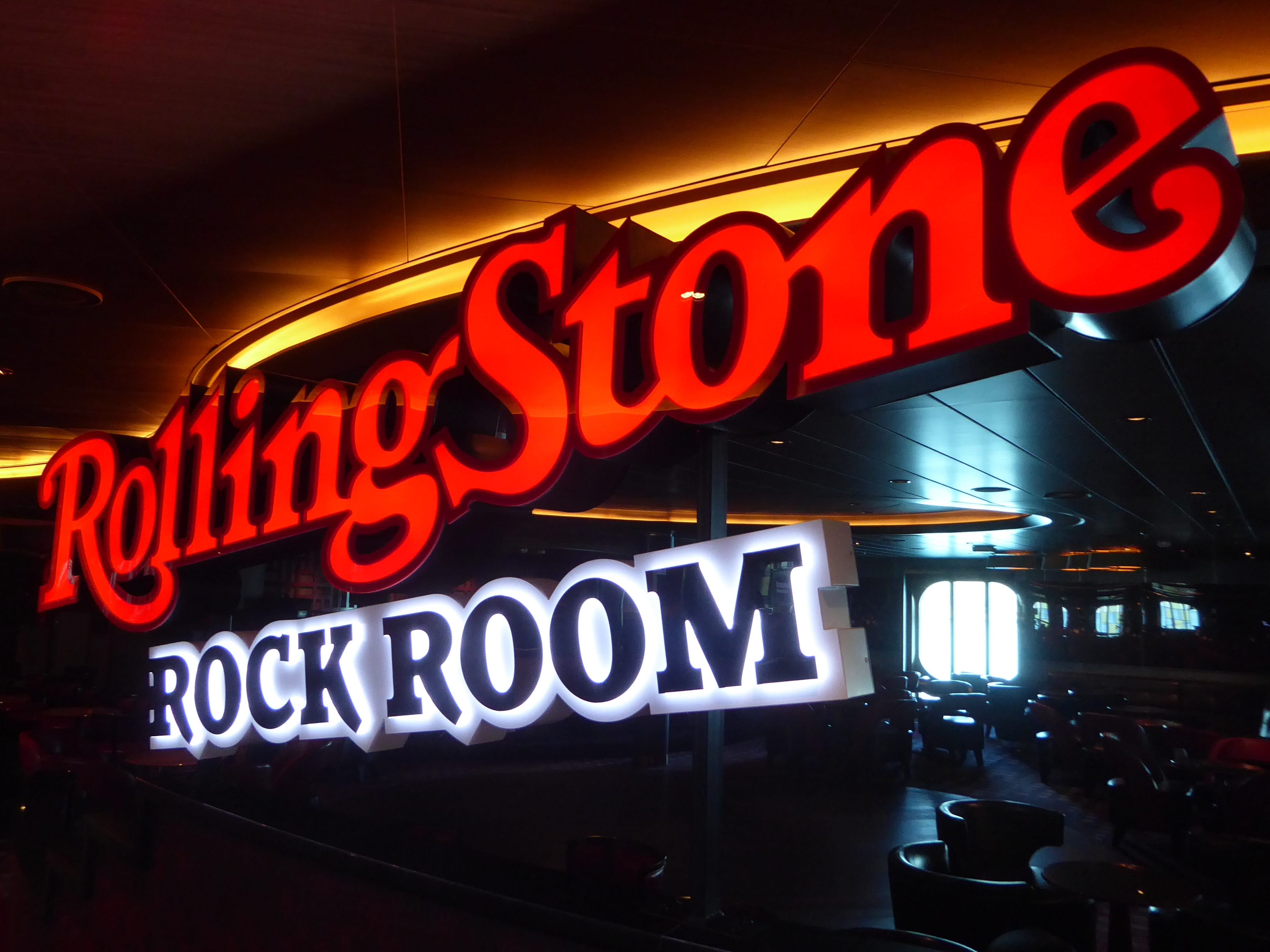Located on starboard Deck 2, the 330-seat Rolling Stone Rock Room is exclusive to Nieuw Statendam.  On sister ship Koningsdam, this venue is set up for the Lincoln Center classical music performances.