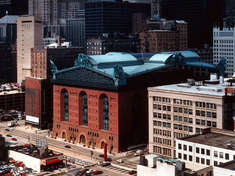 Harold Washington Library, Chicago: Chicago's architectural past is all wrapped up in one of the largest library buildings in the country. Many of its exterior features pay tribute to other notable Chicago buildings both past and present.
