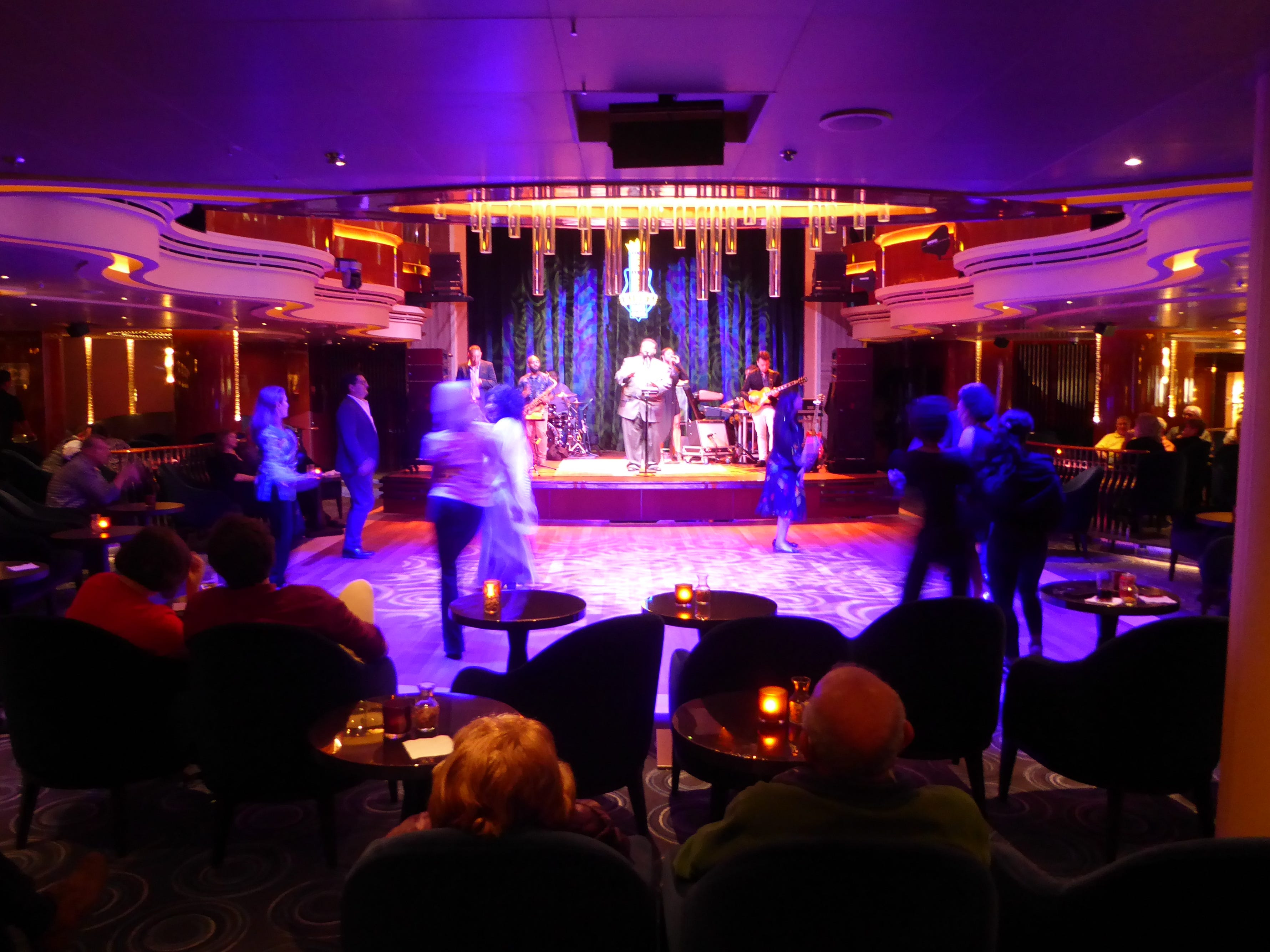 Later in the evening, the pace picks up as Lincoln Center Stage/BB King's Blues Club hosts live blues performances.