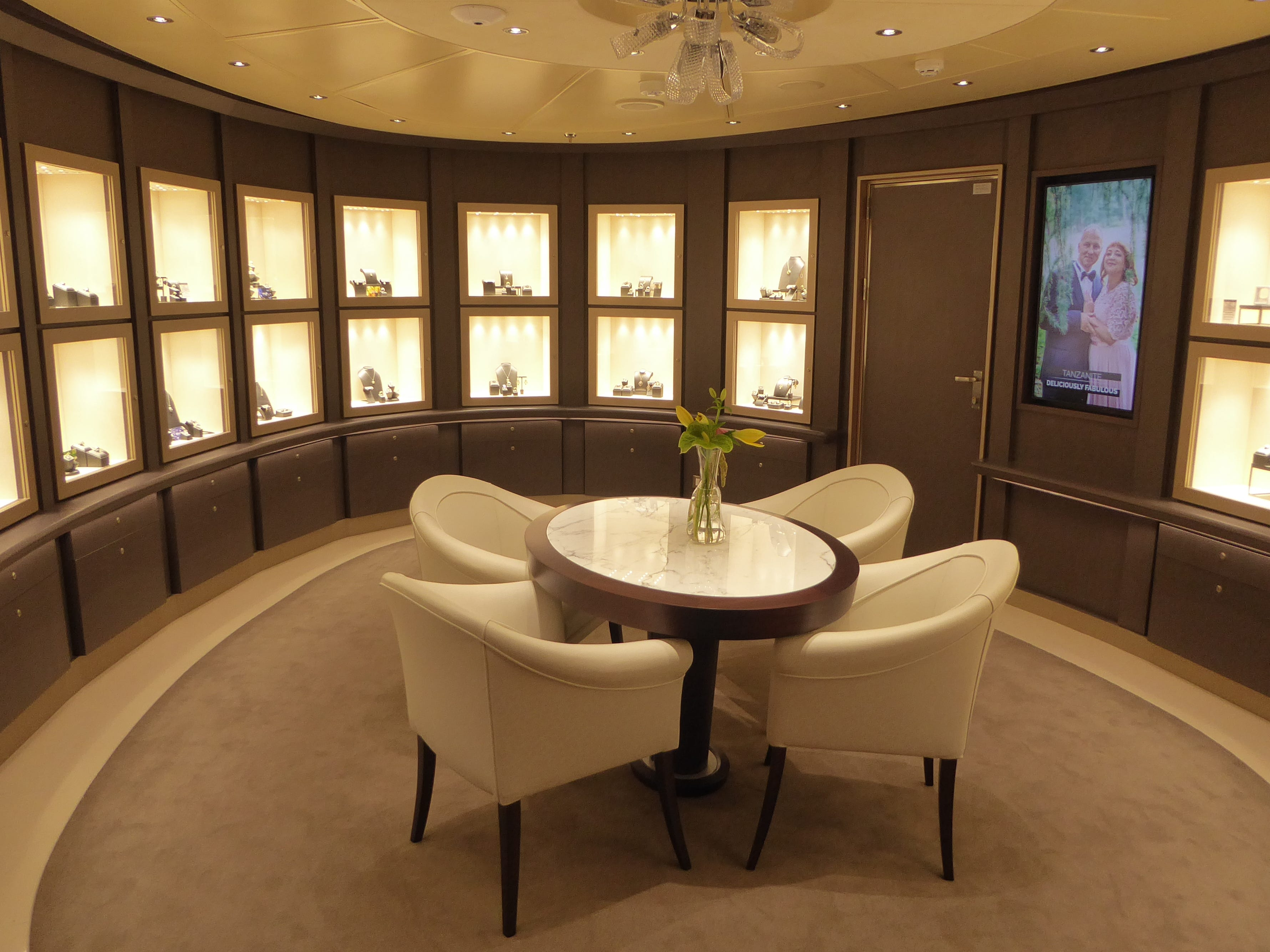 Merabella is the Nieuw Statendam's high-end jewelry shop located on the starboard side of Deck 2.