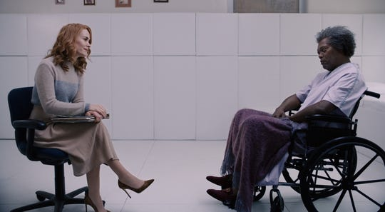 "Dr. Ellie Staple (Sarah Paulson) has a chat with Elijah Price (Samuel L. Jackson) in ""Glass."""