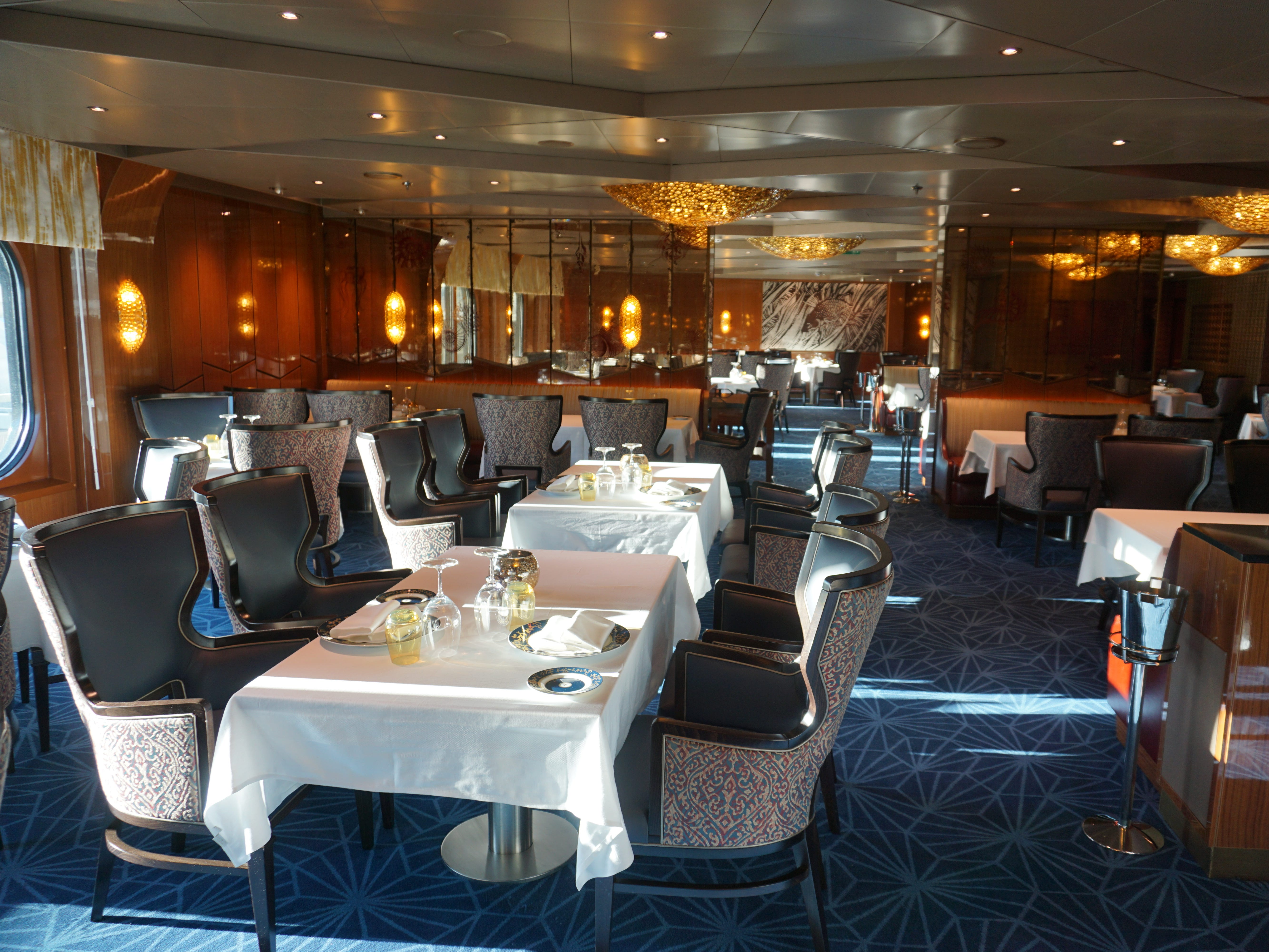 The 116-seat Pinnacle Grill is an extra-tariff Pacific Northwest-themed steakhouse on the port side of Deck 2.