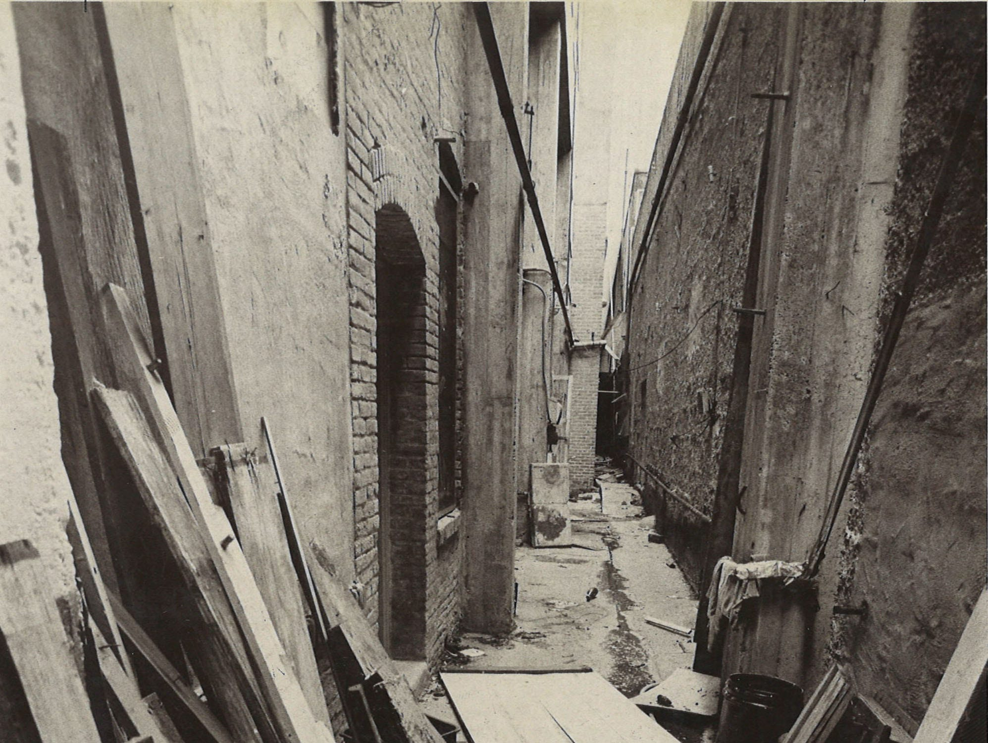 Trash and debris littered an alleyway in downtown Corpus Christi in September 1975.