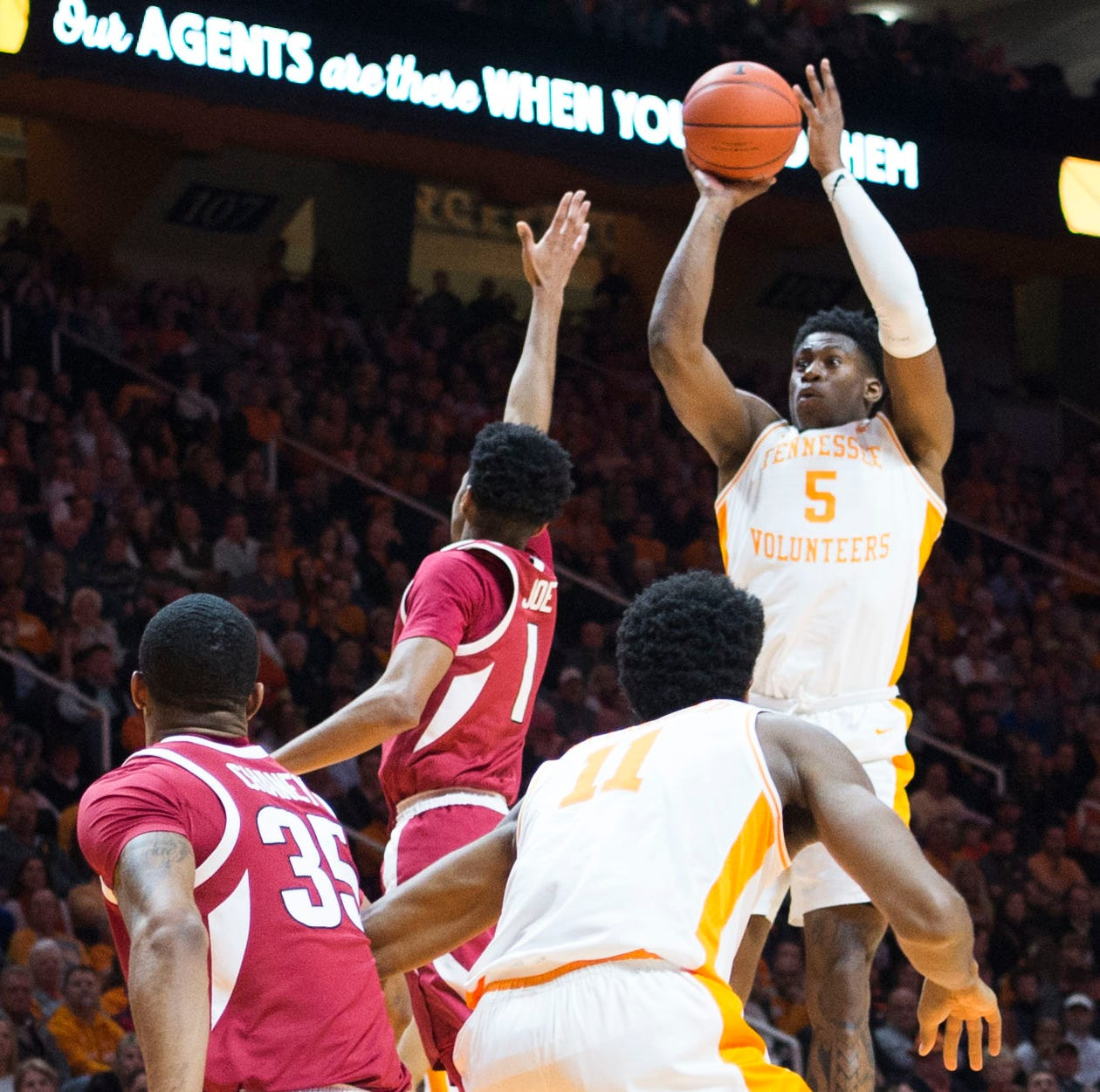 UT Vols basketball survives upset-minded Alabama, John Petty's shooting