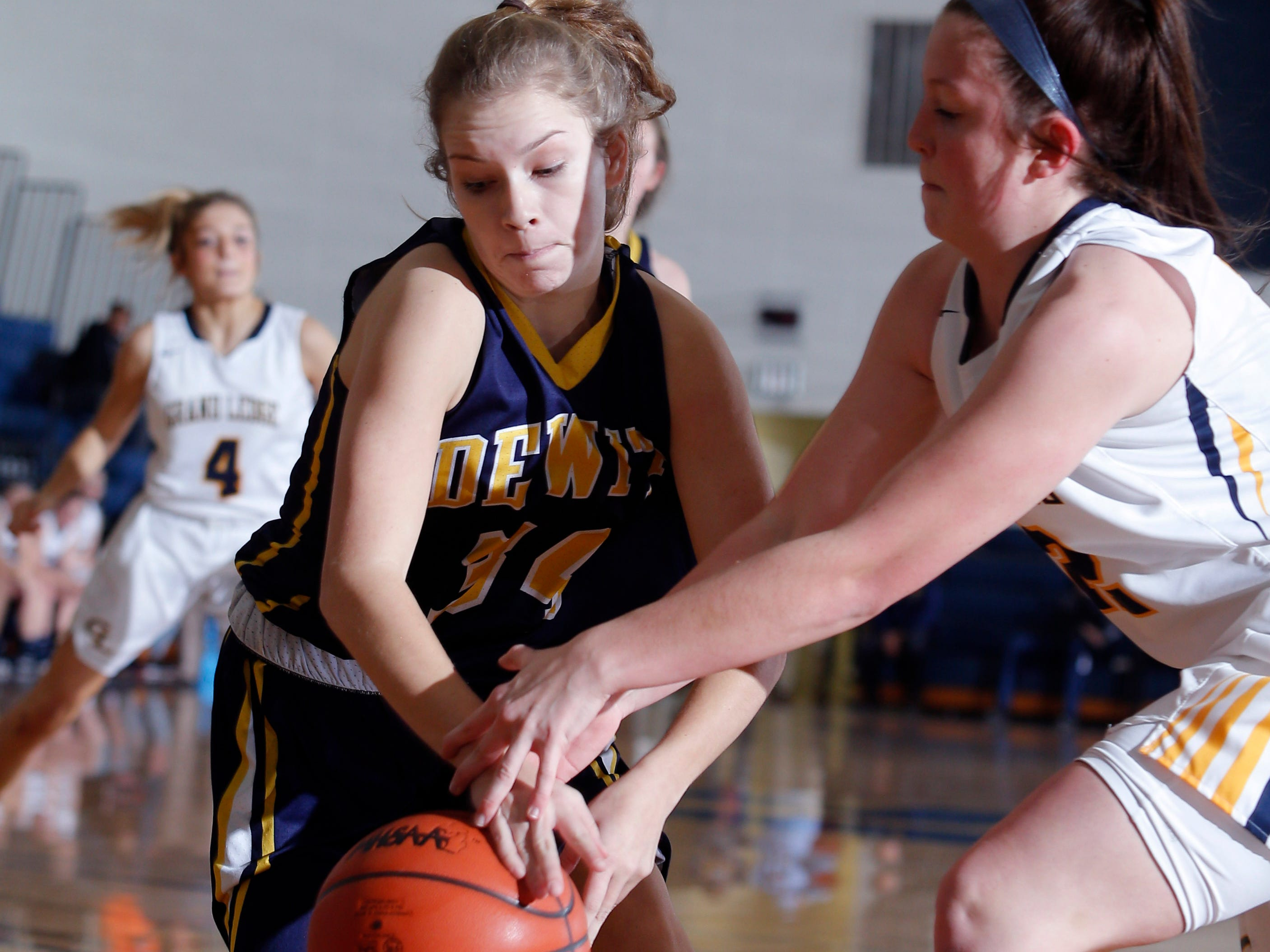 DeWitt's Abbey Dawes, left, and Grand Ledge's Kylee Pier vie for the ball, Tuesday, Jan. 15, 2019, in Grand Ledge, Mich.