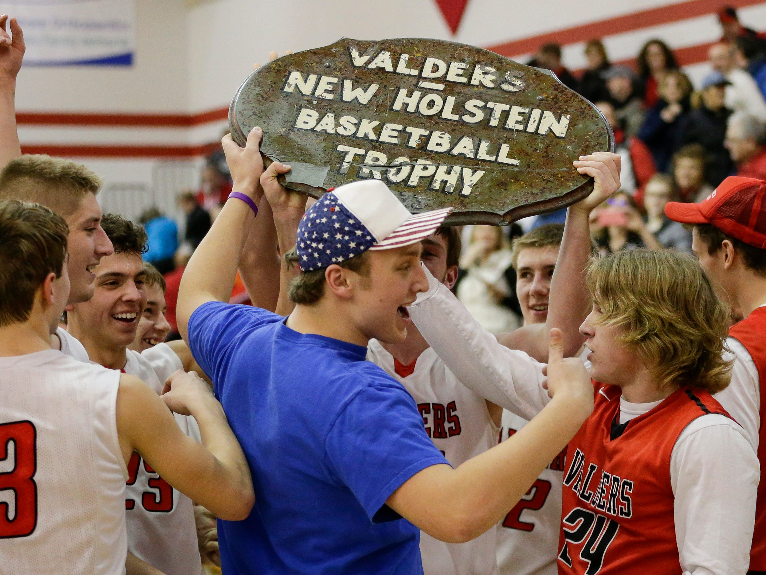 Valders' students gather around the coveted Table Top trophy after the Vikings defeated New Holstein in an EWC matchup at Valders High School Tuesday, January 15, 2019, in Valders, Wis. Joshua Clark/USA TODAY NETWORK-Wisconsin