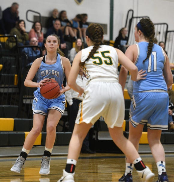 West Morris played at Morris Knolls on Tuesday, January 15, 2019. Faith Pappas #23 posts up for a shot.