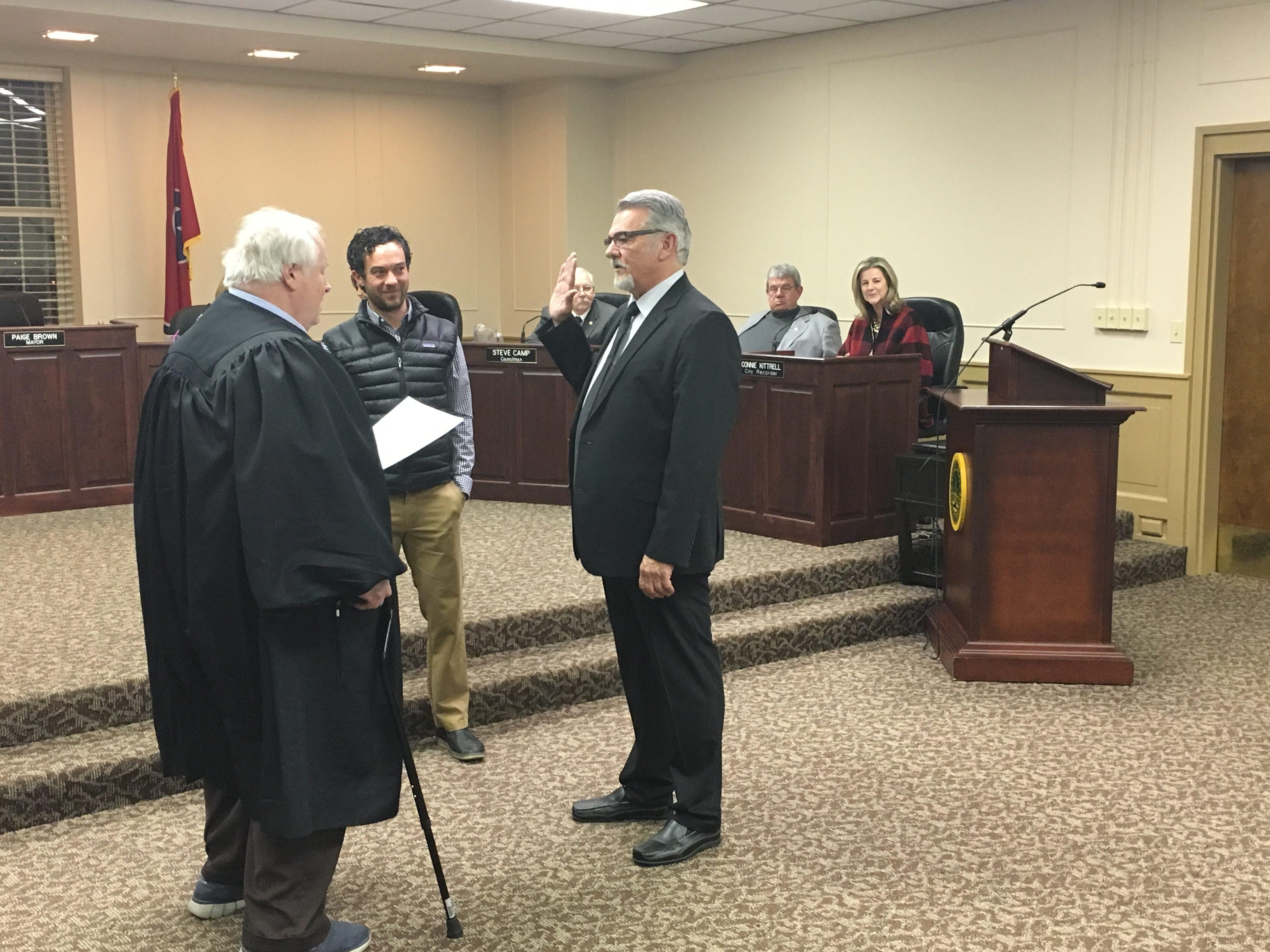 Steve Fann is sworn in as councilman at large in Gallatin on Jan. 15, 2019.