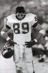 New York Giants tight end Mark Bavaro on the sideline of a December 1990 game against the San Francisco 49ers.