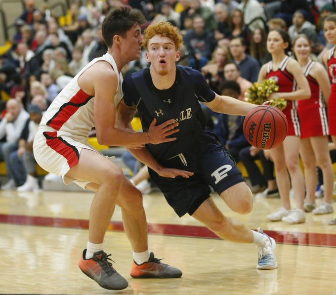 Pinnacle's Nico Mannion (1) drives against Chaparral's Alem Huseinovic (1) in Scottsdale January 15, 2019.