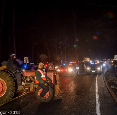 4 men chained themselves to tractor in protest of Cricket Valley Energy: police