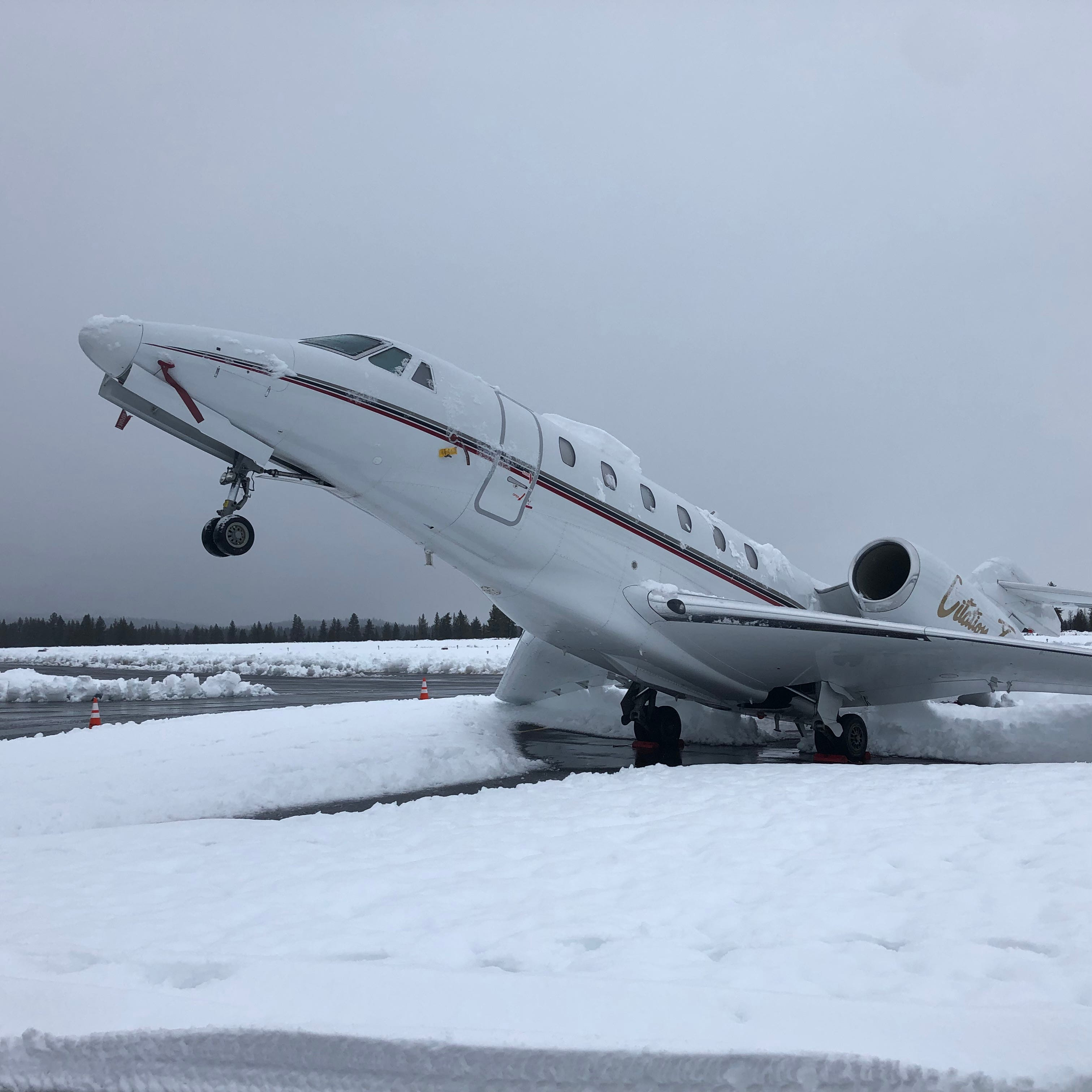 Heavy 'Sierra cement' snow causes business jet to pull stationary wheelie at Truckee airport