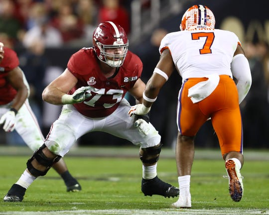 Alabama Crimson Tide tackle Jonah Williams (73) blocks against Clemson Tigers defensive end Austin Bryant (7).