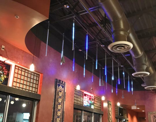 Roy's has a casual, comfortable vibe with falling-rain lights.