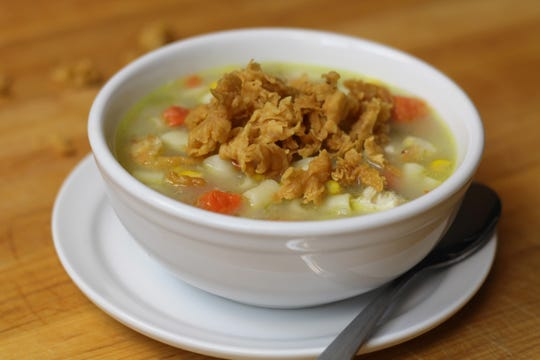 This unique take on the comfort classic, chicken noodle soup, combines chunks of hand-cut chicken tenders with pasta, sautéed vegetables and house-made chicken broth, generously topped with fried crispy crumbles from Cheddar's iconic chicken tender batter for maximum crunch.